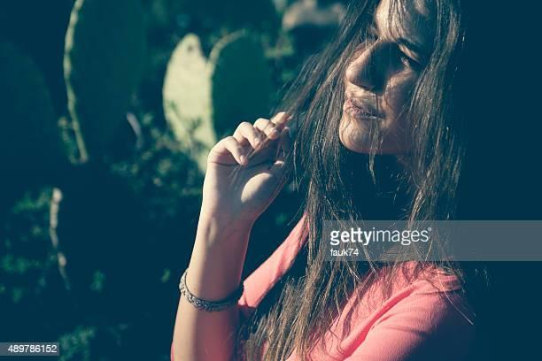 Bella ragazza In campagna siciliana