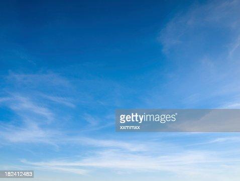 Bela céu com nuvens brancas