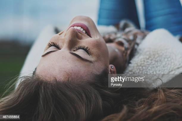 Wunderschöne lächelnde Frau