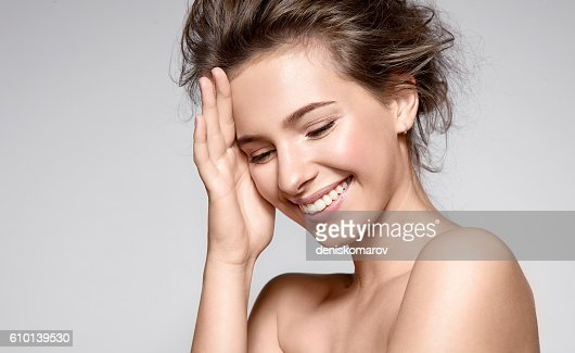 Beautiful smiling woman with clean skin and white teeth : Foto stock