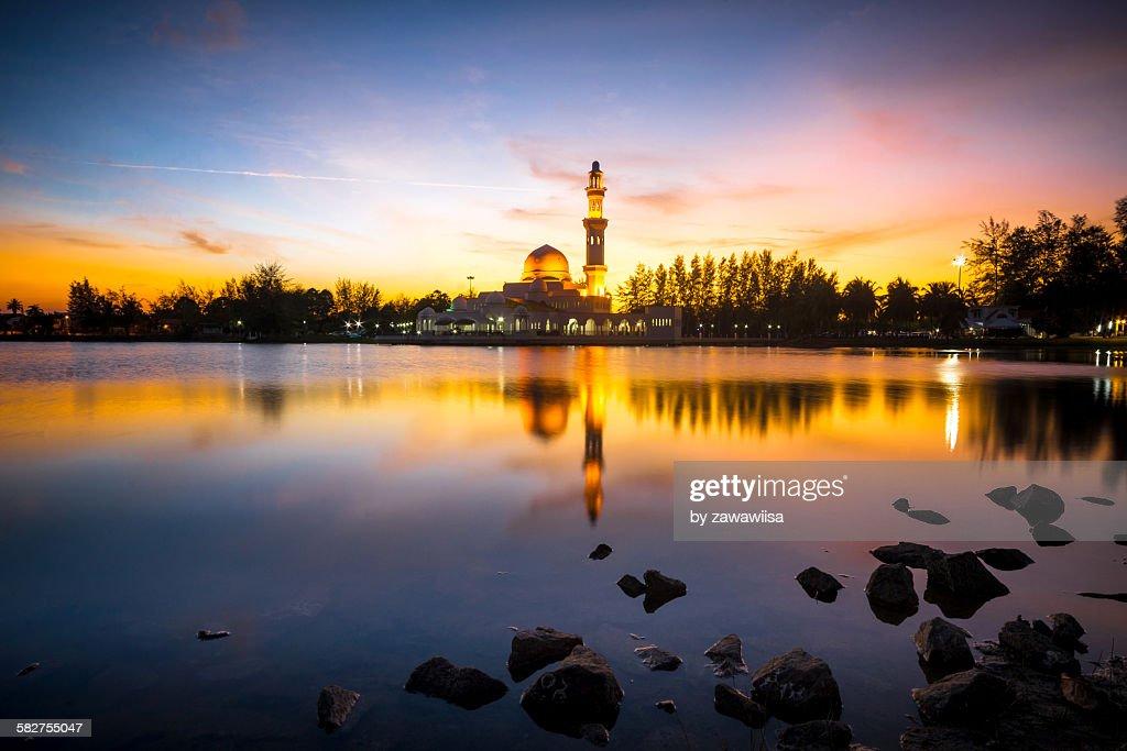 Beautiful sunset, Tengku Tengah Zaharah Mosque