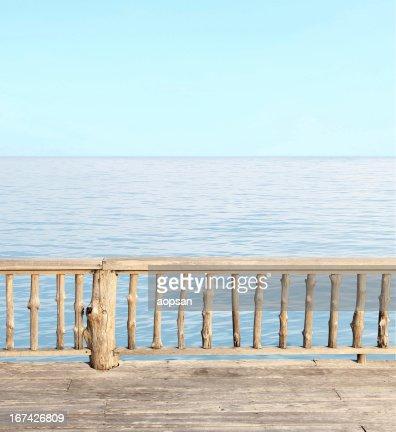 Bela terrace vista do litoral no resort : Foto de stock