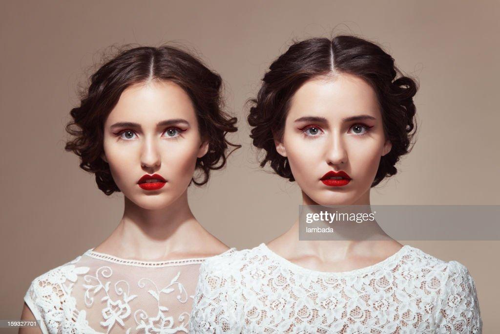 Beautiful twins : Stockfoto