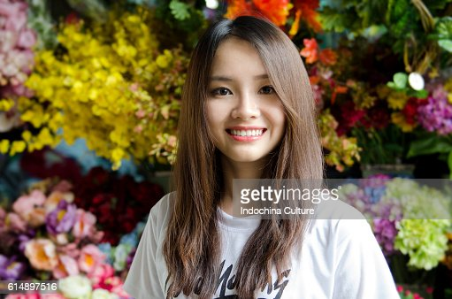 Good Morning Vietnam In Vietnamese : Beautiful vietnamese girl with a lovely toothy smile