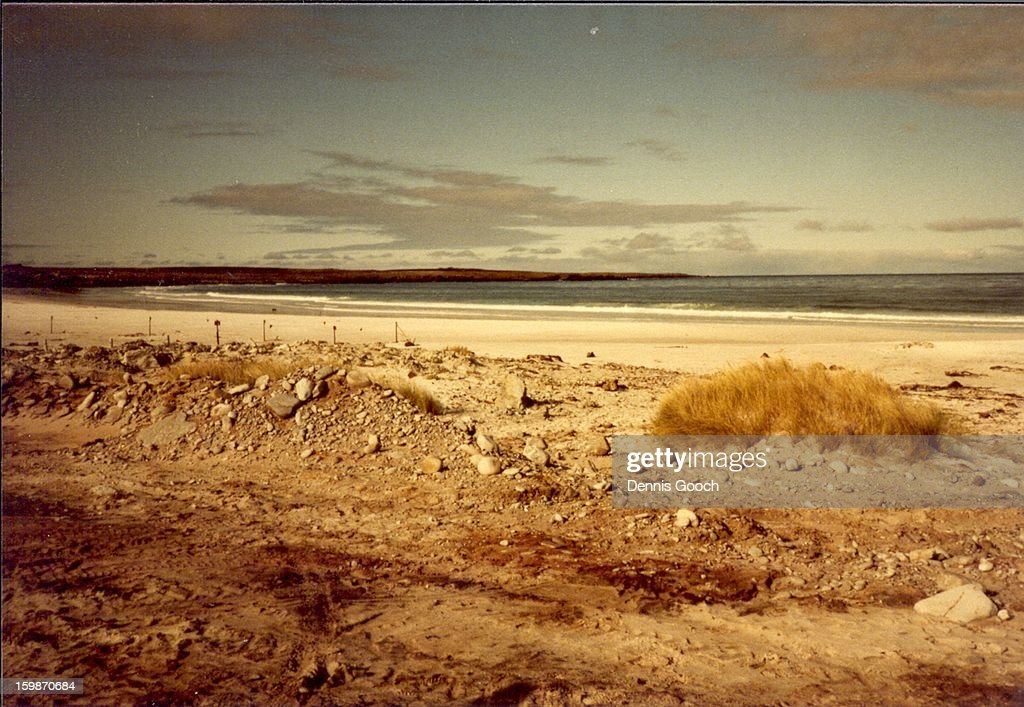 CONTENT] Beautiful view of beach and sourroundings. unfortunately barred from visiting by minefield. November 1983