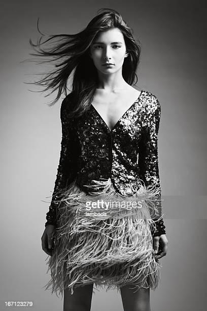 Schöne Frau in modische Kleidung