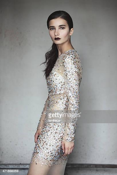 Mulher bonita em Vestido de moda