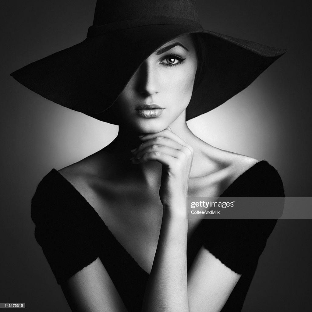 Beautiful woman in retro style : Stock Photo