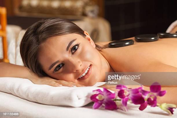 Schöne Frau im spa