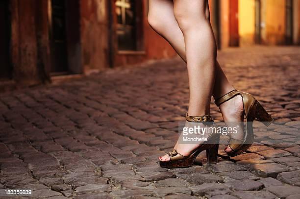 Bela mulher pernas com Salto Alto
