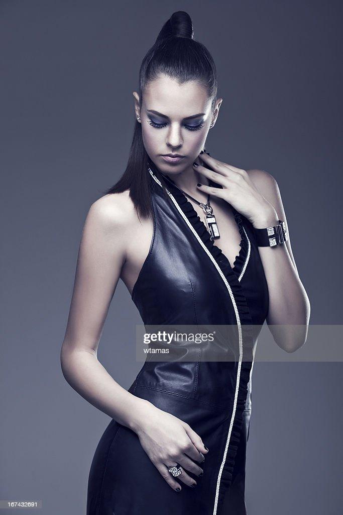 Bella mujer de moda elegante vestido. : Foto de stock