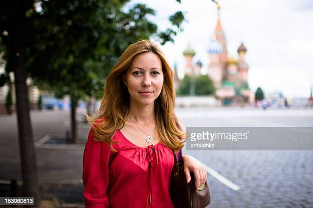 Beau Portrait de femme été sur la place Rouge