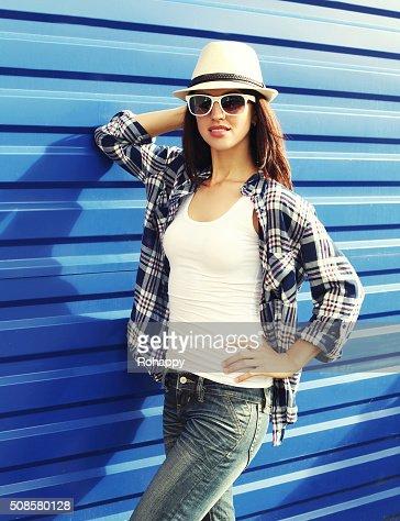 Beautiful woman wearing a straw hat, sunglasses and checkered sh : Stock Photo