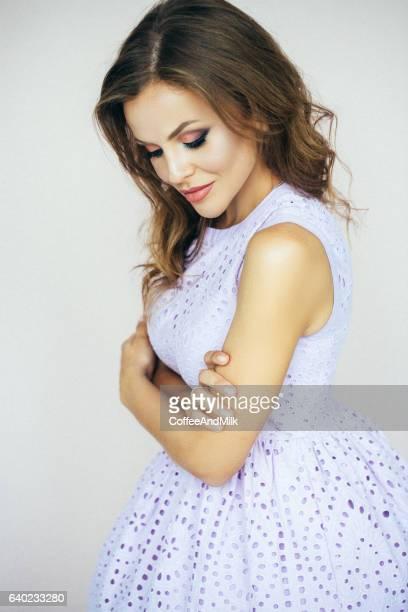 Schöne Frau mit Kleid