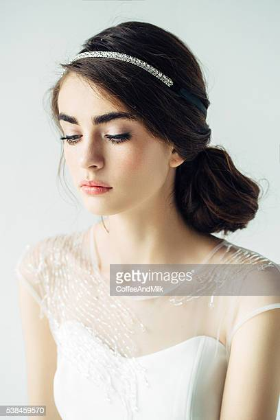 Schöne Frau tragen Brautkleid