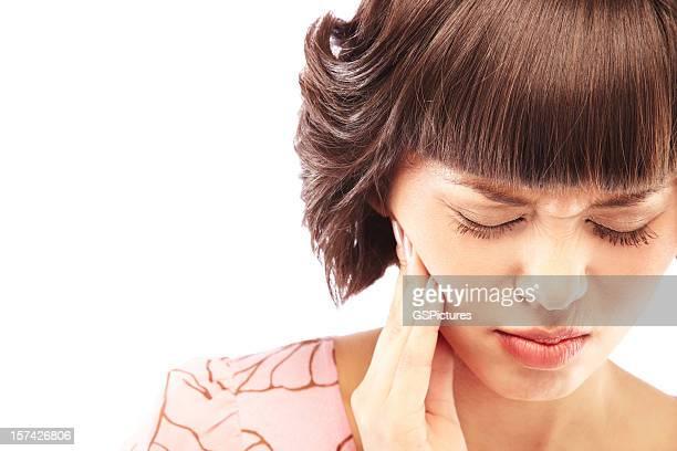 Schöne Frau mit einem Zahnschmerz