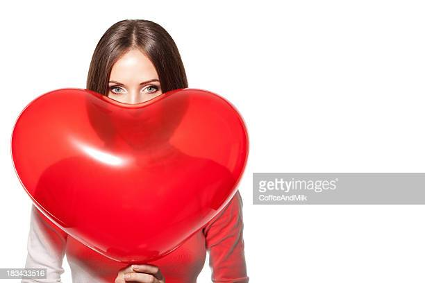 Schöne Frau mit Heißluftballon wie Herz