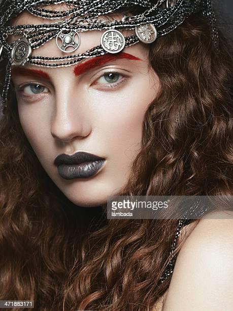 Belle femme avec des perles