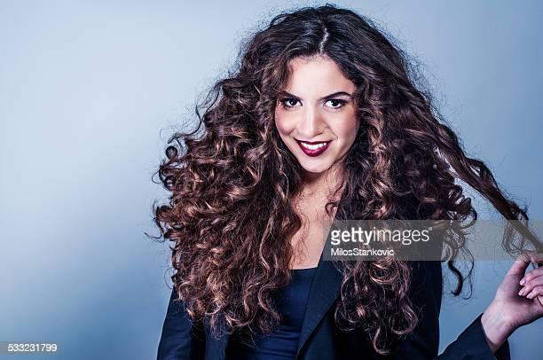 Schöne Frau mit lockiges Haar great