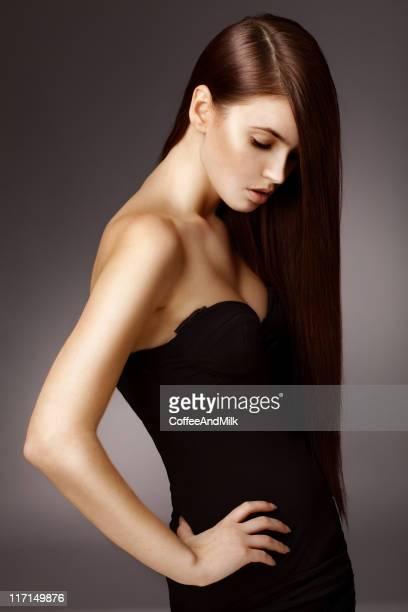 Bella donna con i capelli di lusso