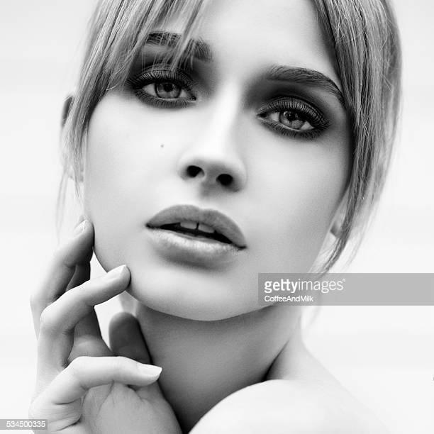 Belle femme avec le maquillage