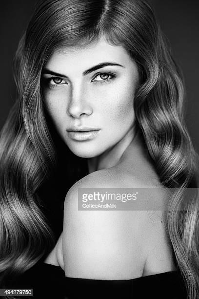 Belle femme avec une coiffure