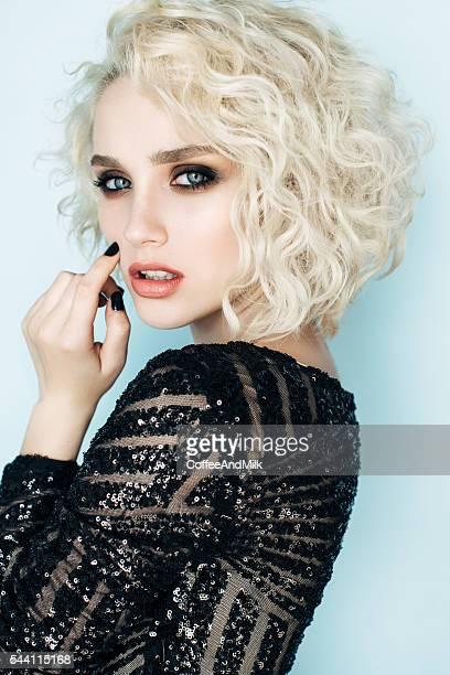 美しい女性、スタイリッシュなヘアスタイル