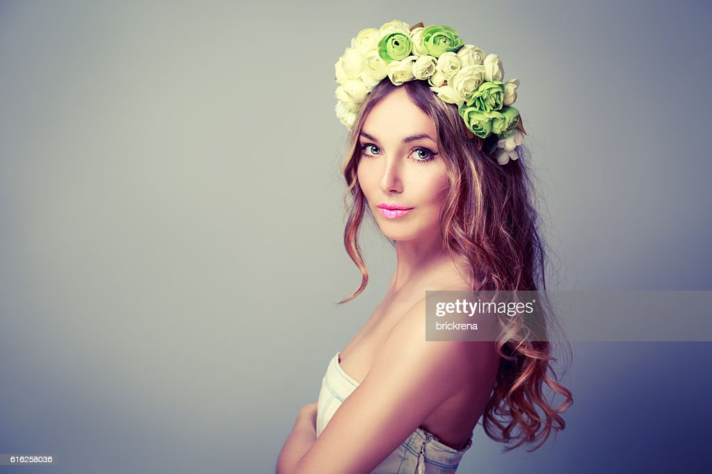 Beautiful Woman with Wreath of Roses : Foto de stock