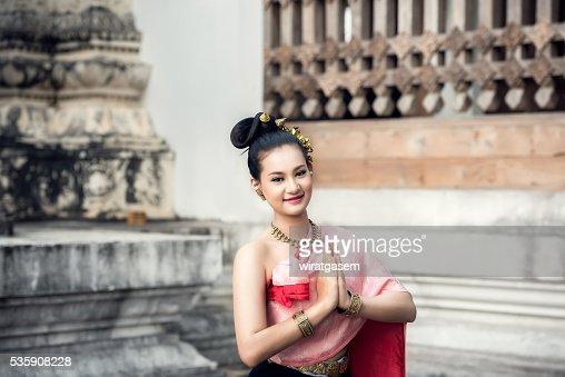 Beautiful women wearing her traditional dress. : Foto de stock