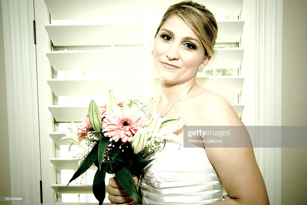 Beautiful young bride : Stock Photo