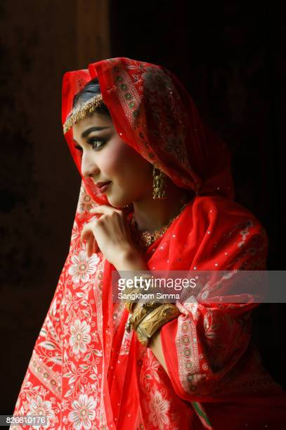 Beautiful young indian woman in traditional clothing.