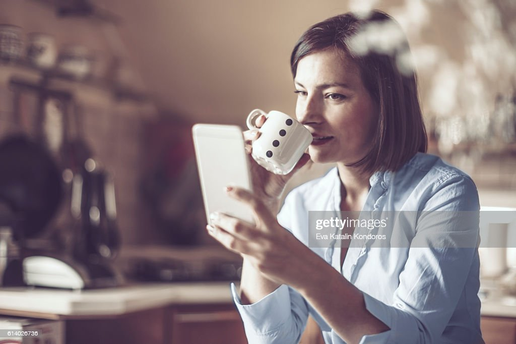Schöne Junge Frau zu Hause : Stock-Foto