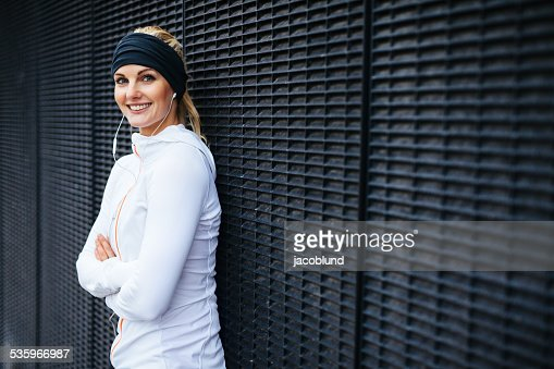 Beautiful young woman in sportswear looking happy : Stock Photo