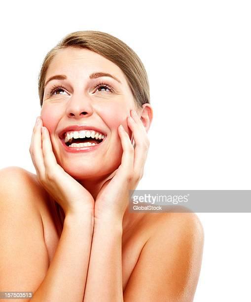 Bellissima giovane donna ridere e ricerca