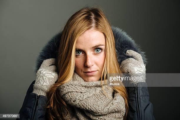 Schöne Junge Frau winter portrait