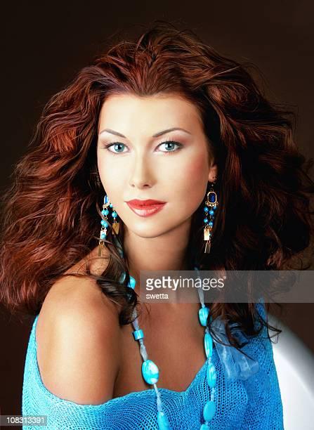 Belle jeune femme avec des yeux bleu