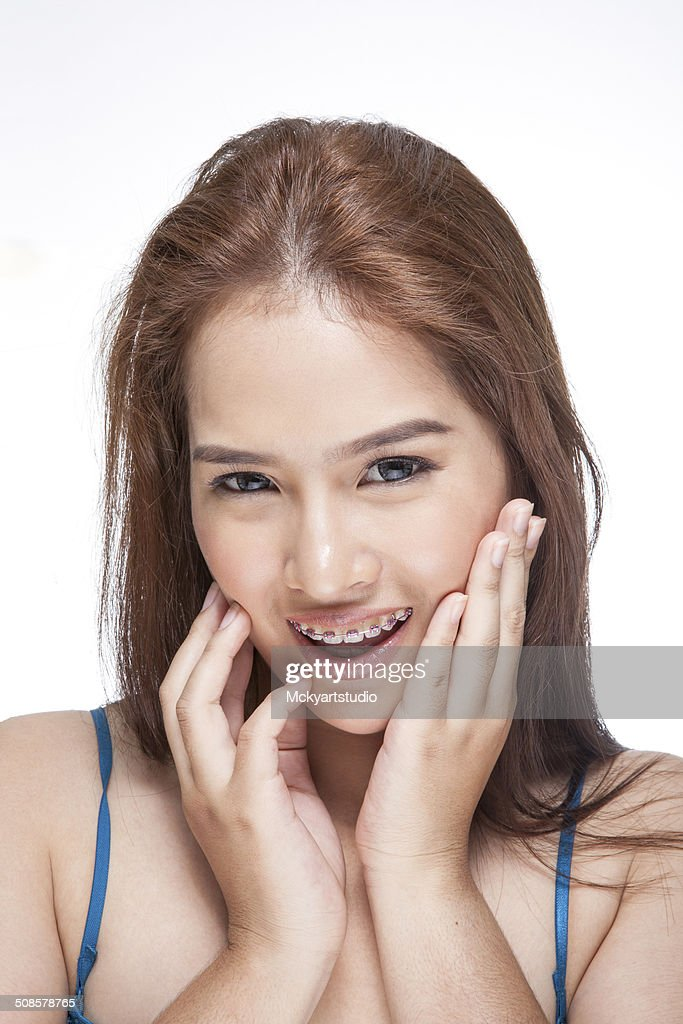 Beauty portrait of a young brunette woman with beautiful smile : Stockfoto