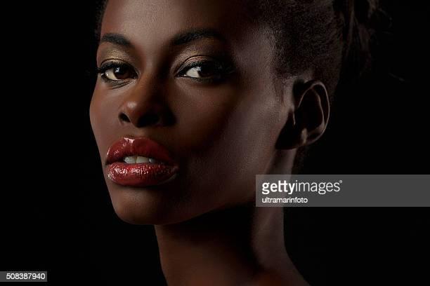 Joven belleza Retrato de hermosa mujer africana