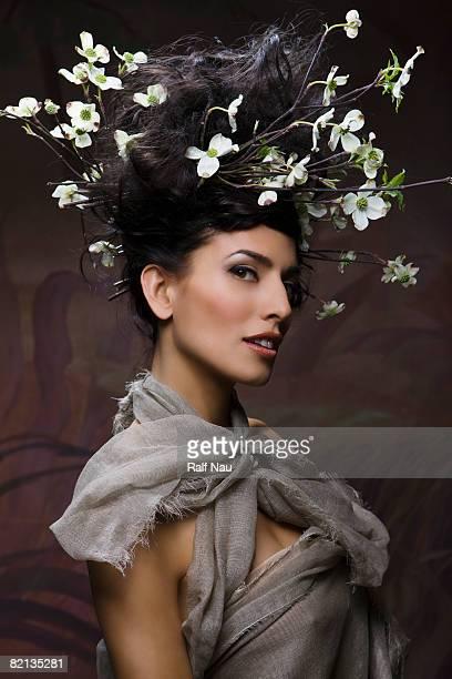 Schönheit Porträt der Frau genannt in der Natur