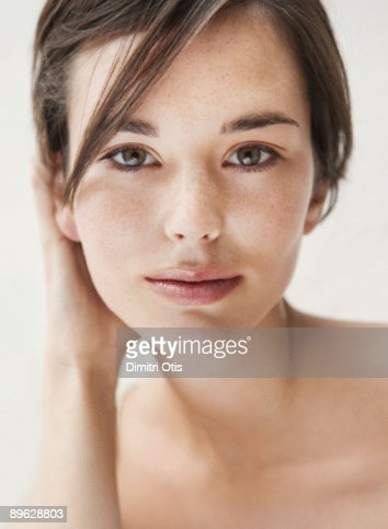 Beauty portrait of young brunette woman : Stock Photo
