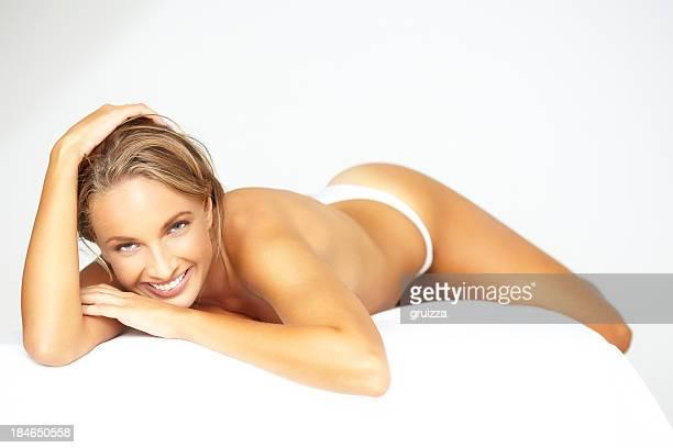 Schönheit Schuss von schöne blonde Frau warten auf spa-Behandlung
