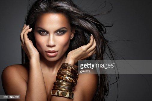 Beauté d'une belle, mixtes femme avec flottant Cheveux longs
