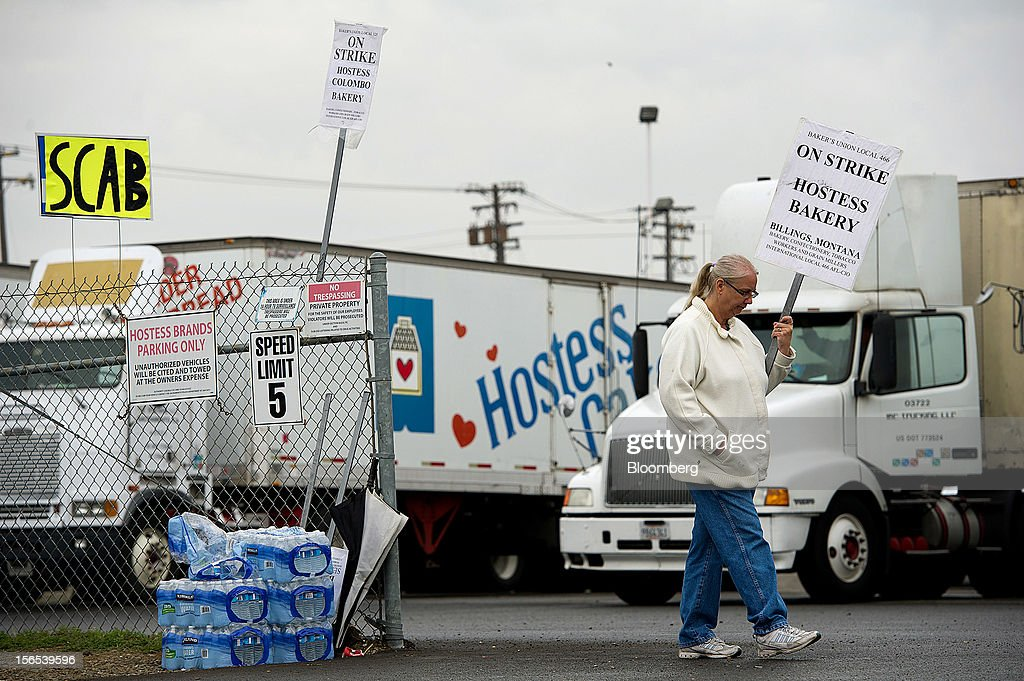 Becky Harrison, a production worker for Hostess Brands Inc., pickets at the entrance of the company's bakery outlet in Sacramento, California, U.S., on Friday, Nov. 16, 2012. Hostess, which also makes Wonder bread, Ding Dongs and Ho Hos, plans to fire more than 18,000 employees and liquidate assets after a nationwide strike by bakery workers crippled operations. Photographer: David Paul Morris/Bloomberg via Getty Images