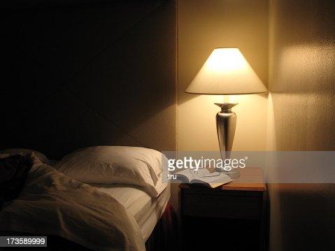 Lit disponible dans une chambre de l'hôtel