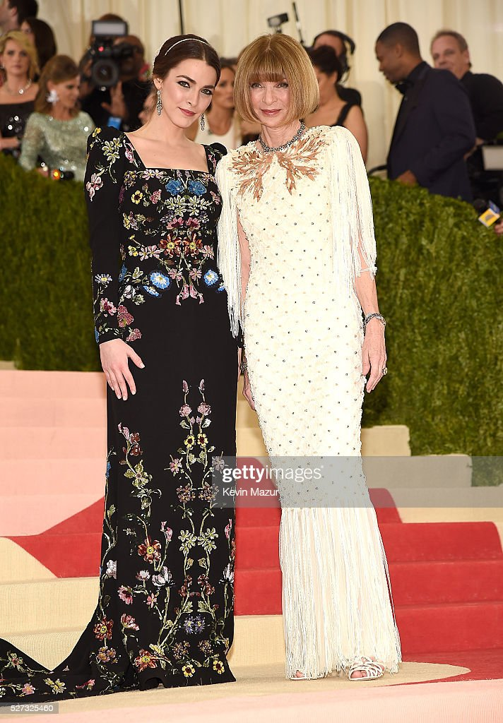 Bee Shaffer and Editor-in-chief of American Vogue Anna Wintour attends 'Manus x Machina: Fashion In An Age Of Technology' Costume Institute Gala at Metropolitan Museum of Art on May 2, 2016 in New York City.