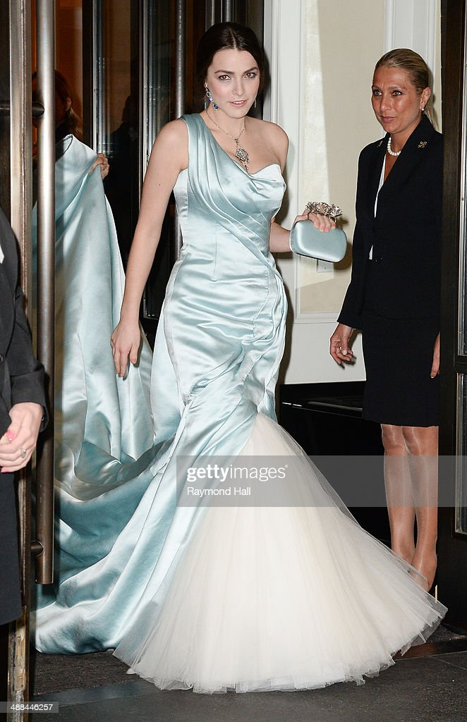<a gi-track='captionPersonalityLinkClicked' href=/galleries/search?phrase=Bee+Shaffer&family=editorial&specificpeople=592401 ng-click='$event.stopPropagation()'>Bee Shaffer</a> departs the Mark Hotel for the Costume Institute Gala at the Metropolitan Museum of Art on May 5, 2014 in New York City.