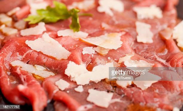 牛肉のカルパッチョとチーズ