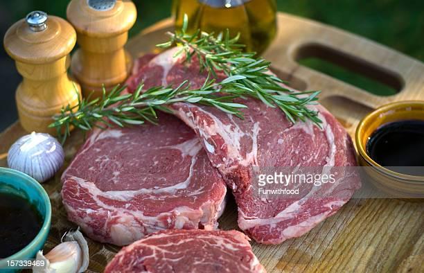 225 g-Rib-Eye-Steaks, frischem rohem Fleisch Marinade & Barbecue-Küche