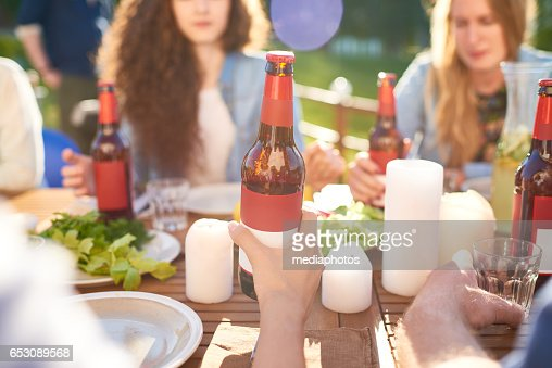 Beer bottle in hand : Stock-Foto