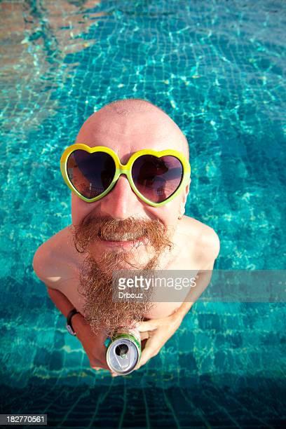 Bière dans une piscine